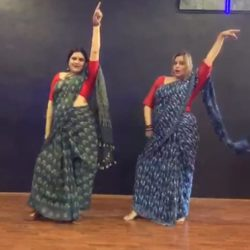 Aarti and Meenakshi's saree dance video is going viral on social media.