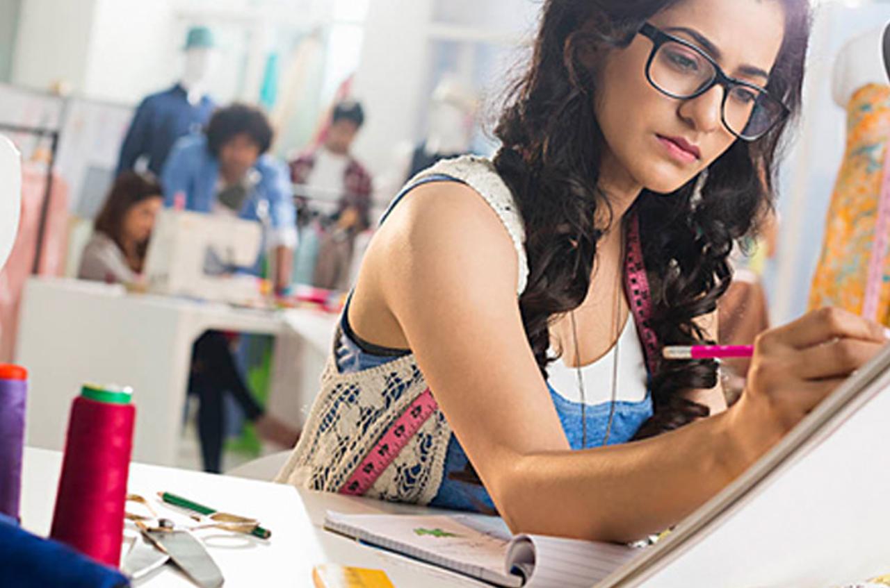Choosing an Arabic fashion school in Dubai.