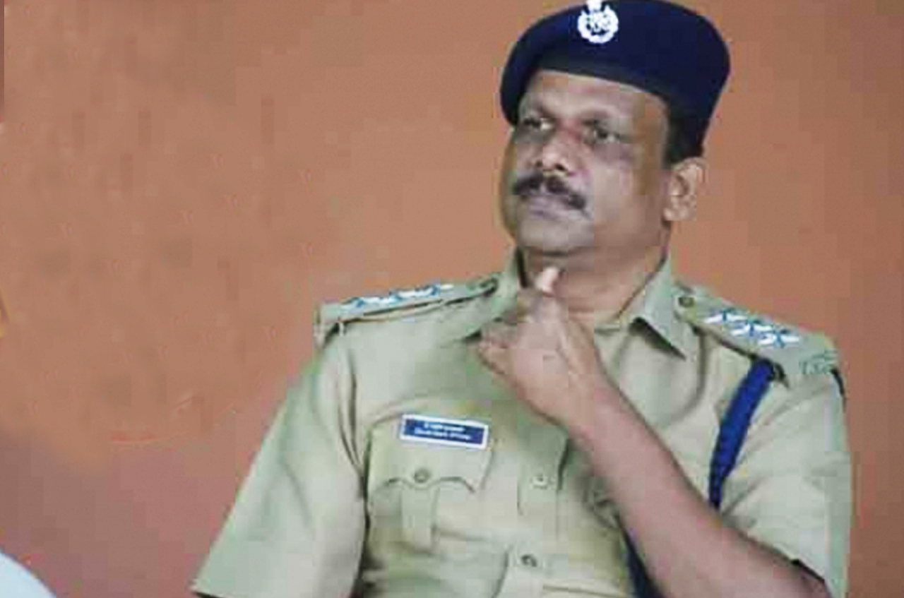 Kerala police again in trouble.