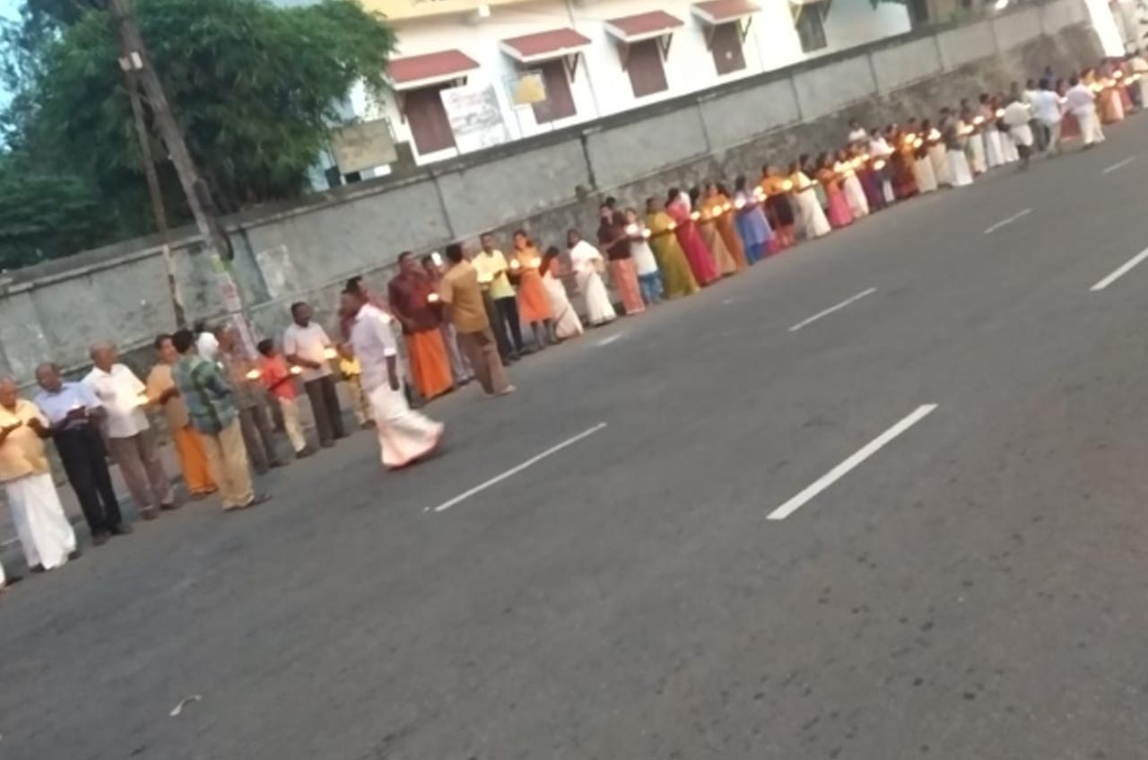 What is the objective of women's wall in Kerala? Why leading women writers are hide behind the wall?