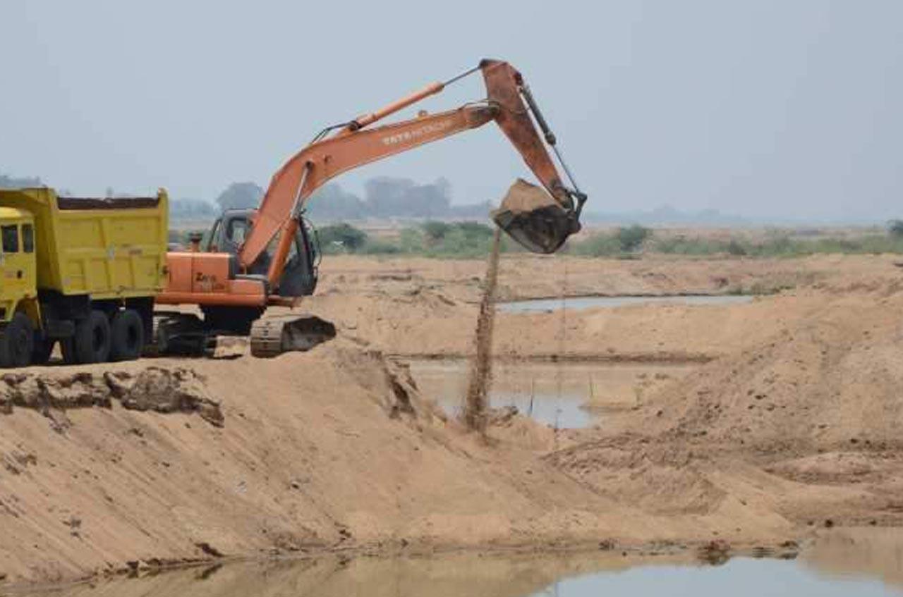 Thottappally Residents oppose sand-mining.