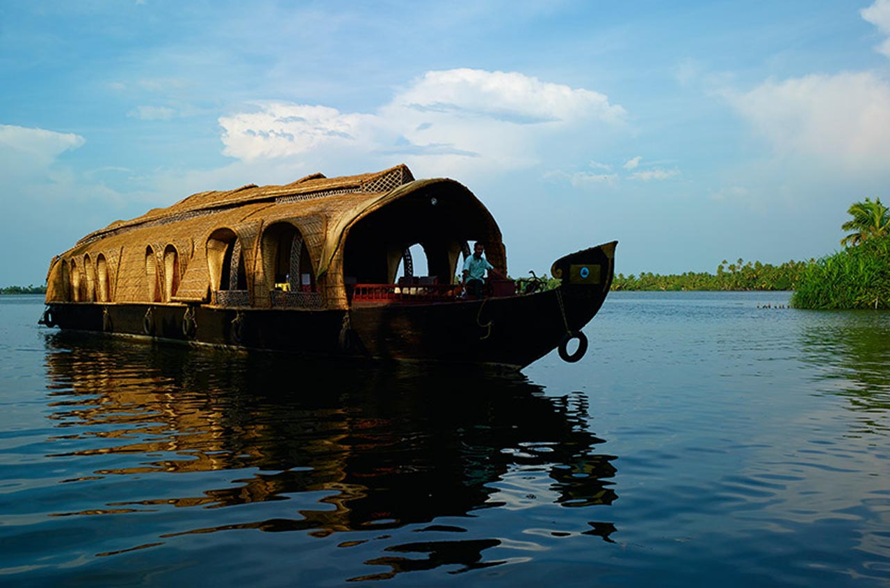 Fall in love with this honeymoon places in Kerala!